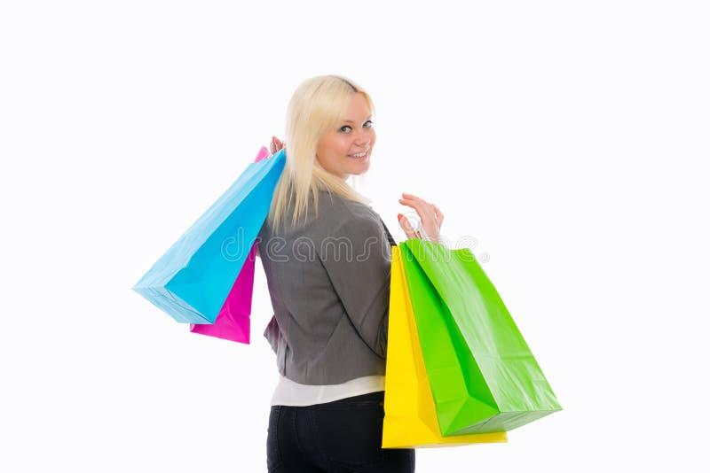 Jeune femme blond avec des sacs à provisions photos stock