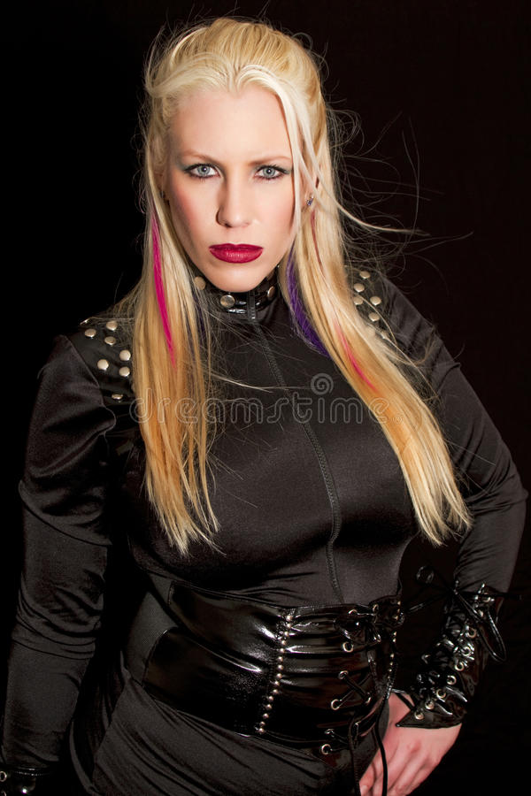 Jeune femme blond observé par bleu photo stock