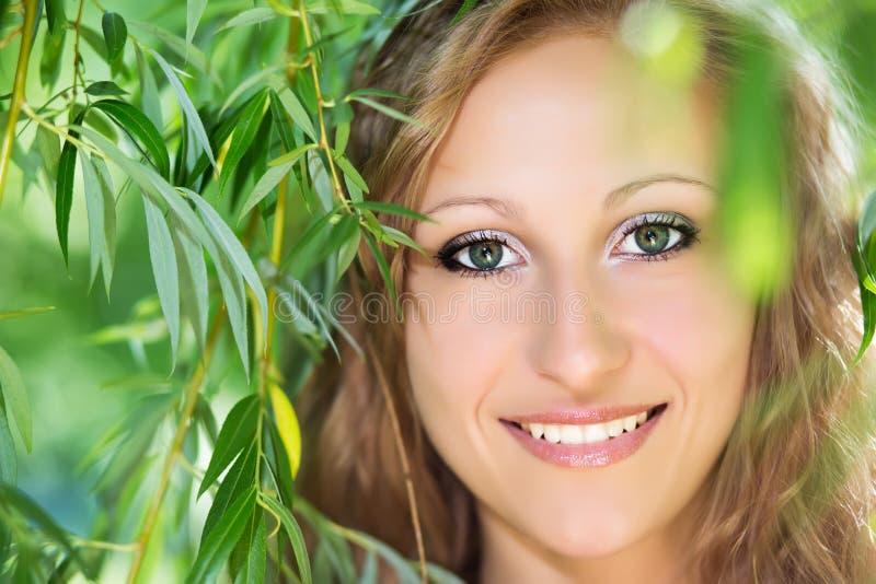 Jeune femme blonde photographie stock libre de droits