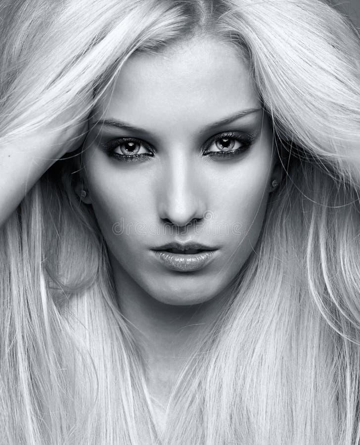 Jeune femme blonde images libres de droits