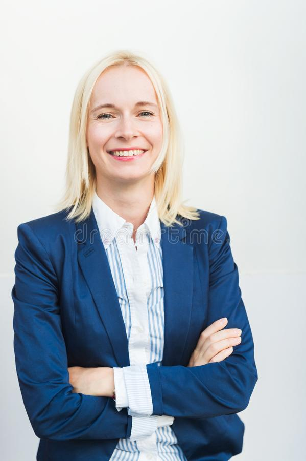 Jeune femme blonde image stock