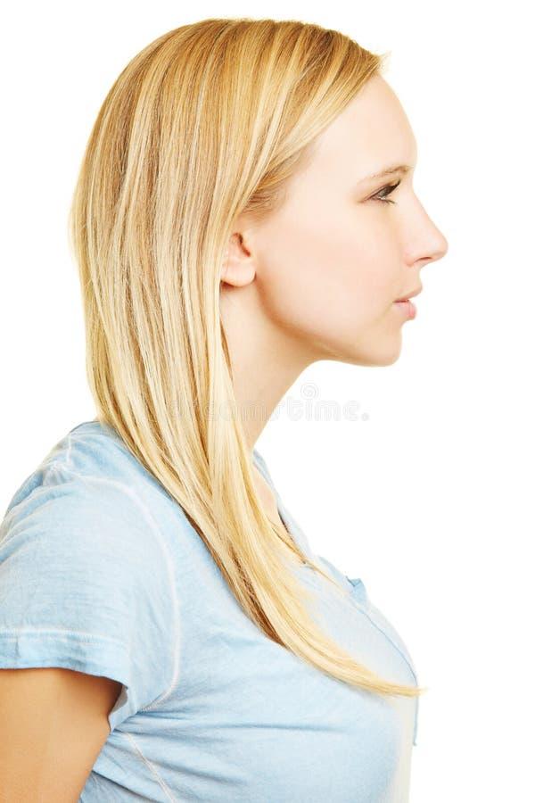 Jeune femme blonde dans la vue de côté photo stock