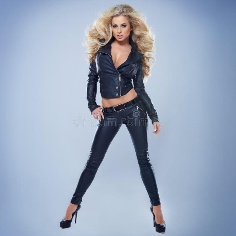 Jeune femme blonde sexy images libres de droits