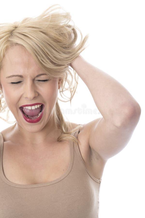 Jeune femme croisée fâchée frustrante criant images libres de droits