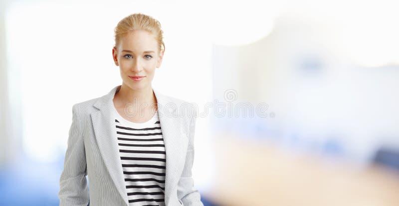 Jeune femme d'affaires photos stock