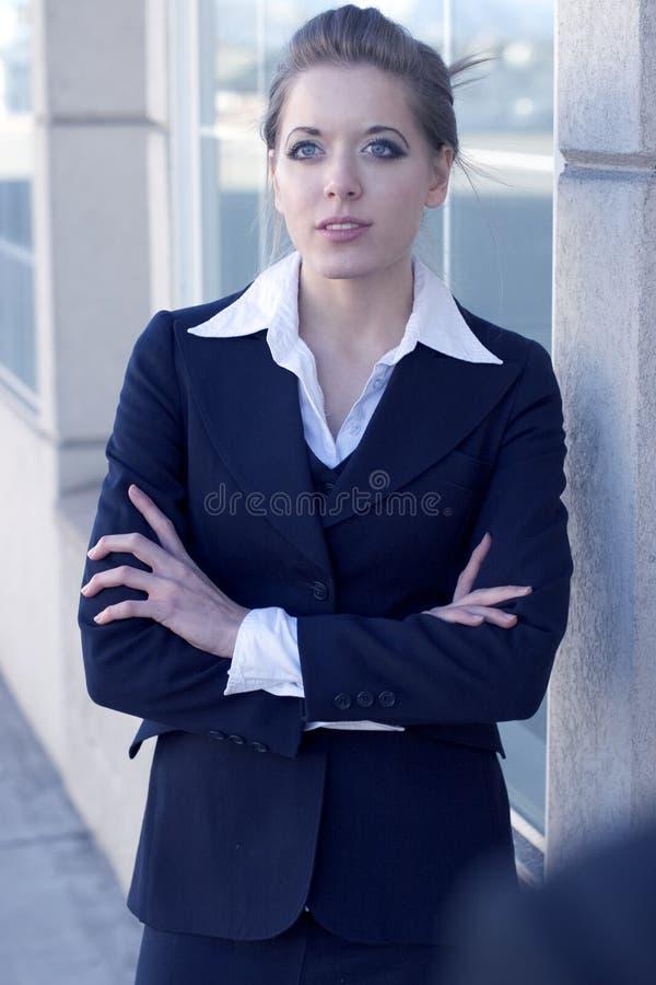 Jeune femme d'affaires attirante photographie stock libre de droits