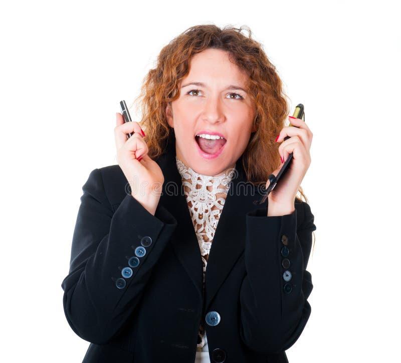 Jeune femme d'affaires avec deux téléphones portables photographie stock libre de droits