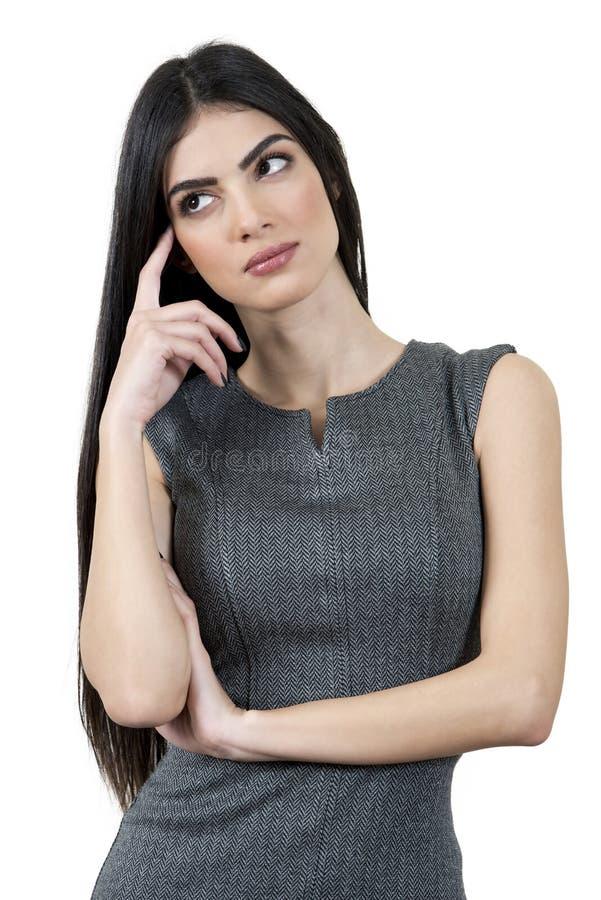 Jeune femme d'affaires essayant de penser images stock