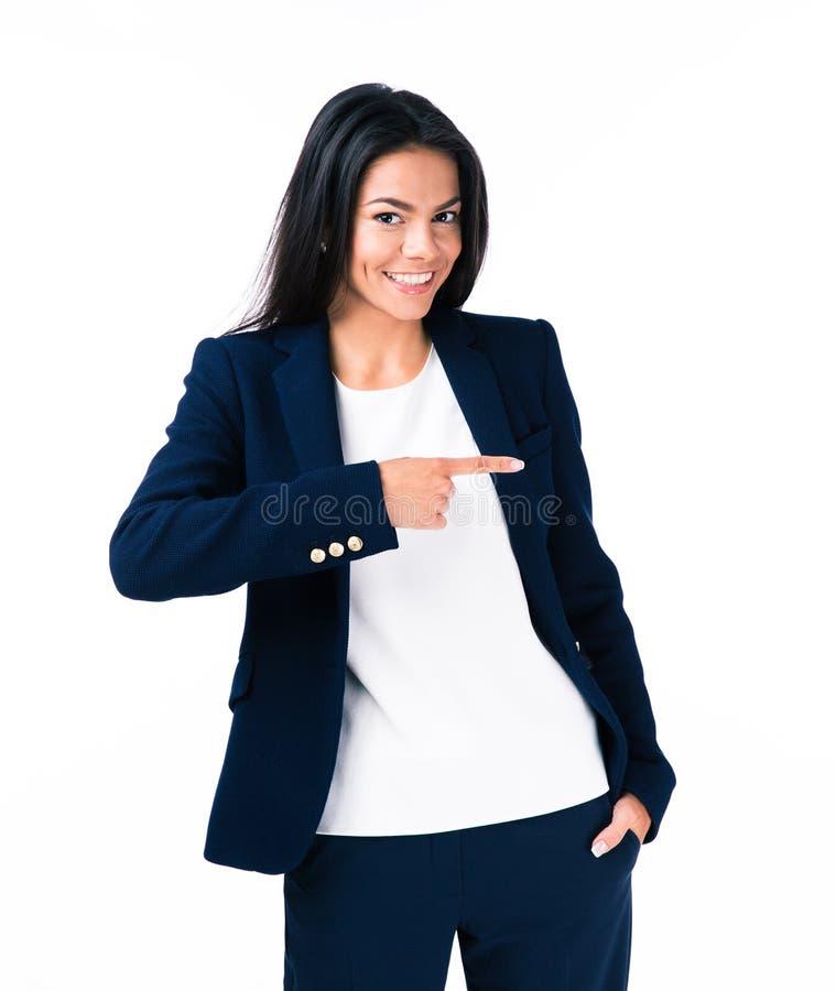Jeune femme d'affaires gaie dirigeant le doigt loin photographie stock libre de droits