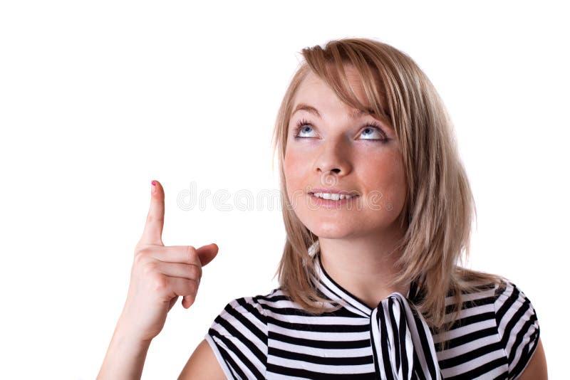 Jeune femme d'affaires heureuse présent le grand signe de vente photos stock