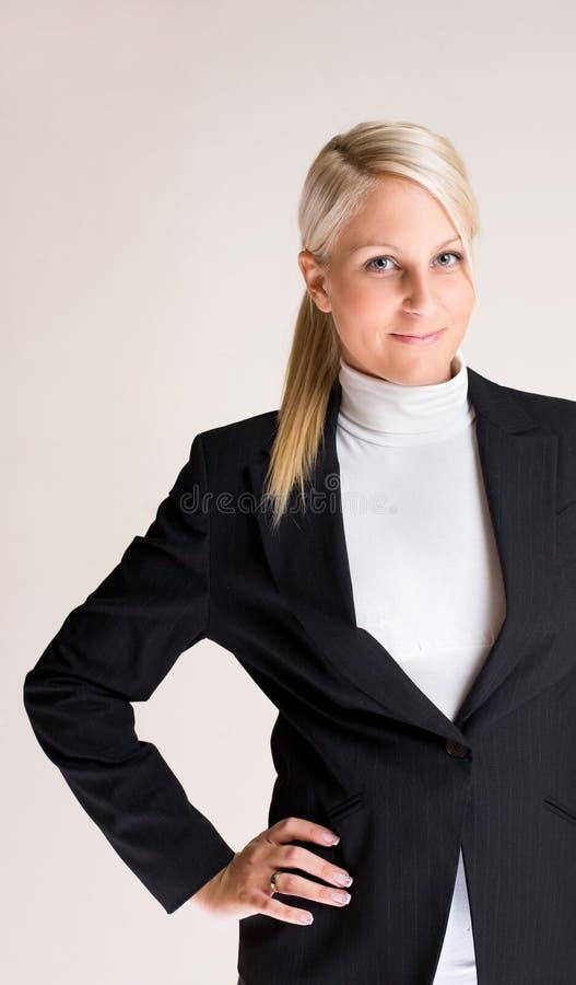 Jeune femme d'affaires intelligente. photographie stock libre de droits