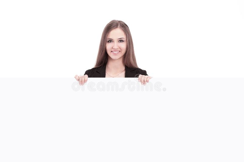 Jeune femme d'affaires montrant l'affiche vide blanc d'isolement par balai photo libre de droits