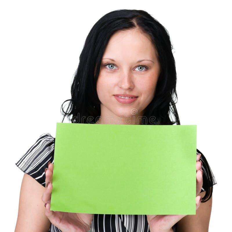 Jeune femme d'affaires montrant l'enseigne vide au-dessus du blanc photographie stock