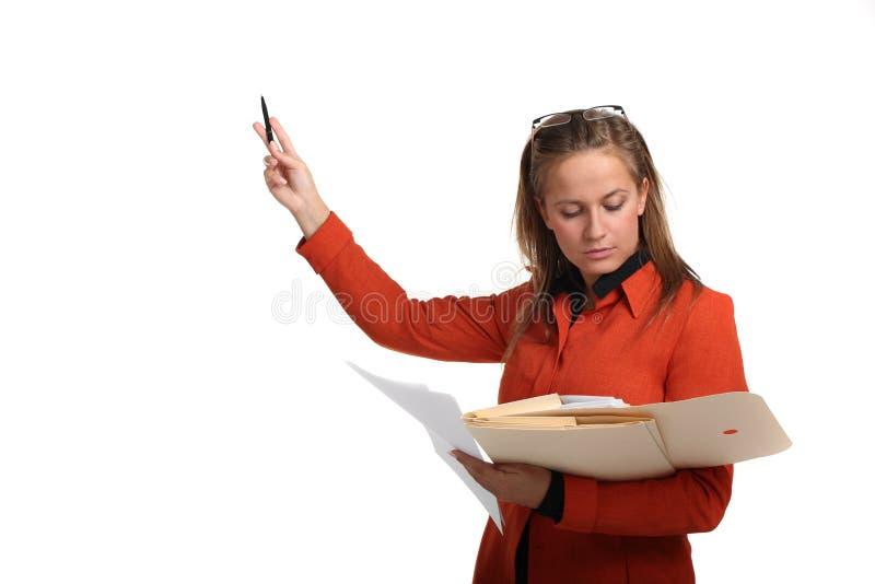 Jeune femme d'affaires présentant un exposé image stock