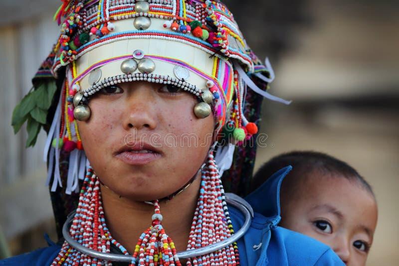 Jeune femme d'Akha, Phongsaly, Laos photographie stock libre de droits