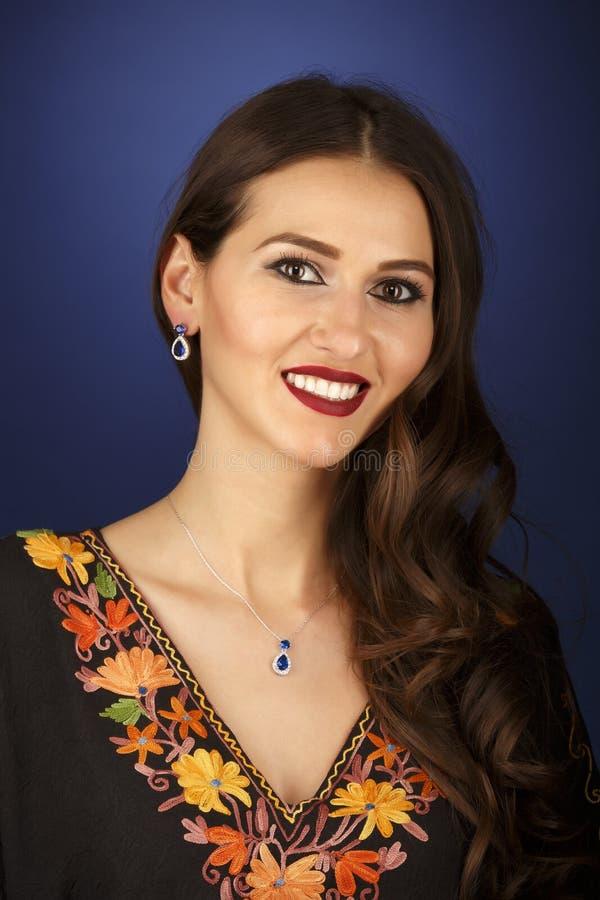jeune femme d'appartenance ethnique multiple photo stock