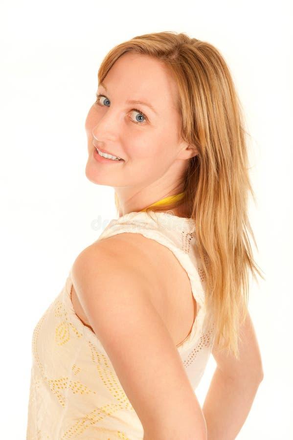 Jeune femme dans la chemise tournant autour images stock