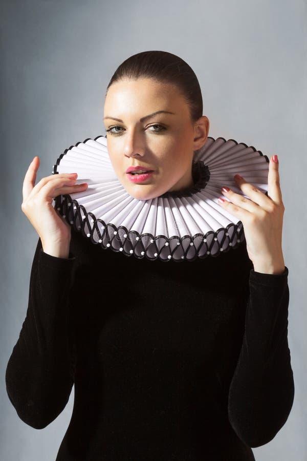 Jeune femme dans la robe médiévale image libre de droits