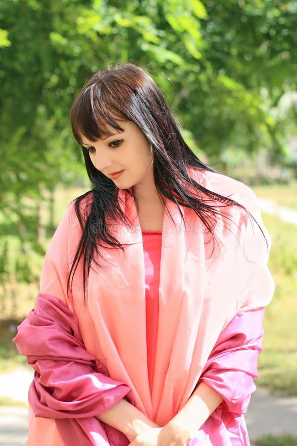 Jeune femme dans la robe orientale photographie stock libre de droits