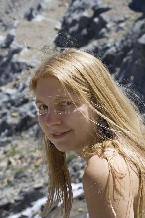 Jeune femme dans les Rocheuses canadiennes photos stock