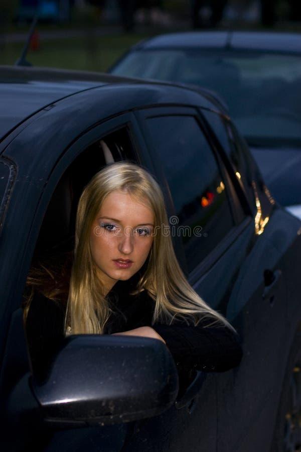 Jeune femme dans un embouteillage photos libres de droits