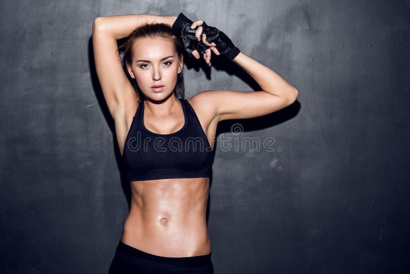 Jeune femme de forme physique images libres de droits