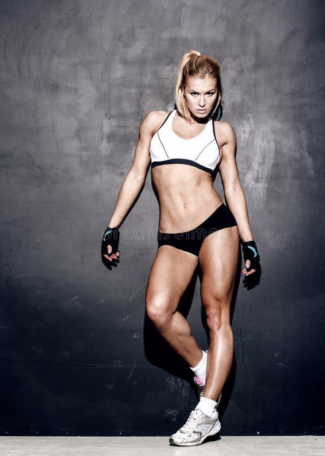 Jeune femme de forme physique photos stock