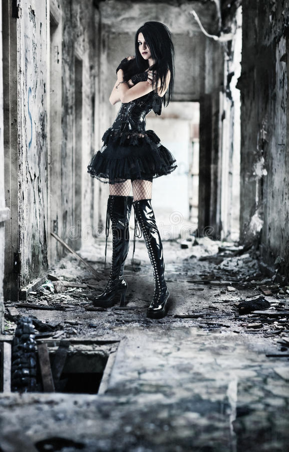 Jeune femme de goth image stock