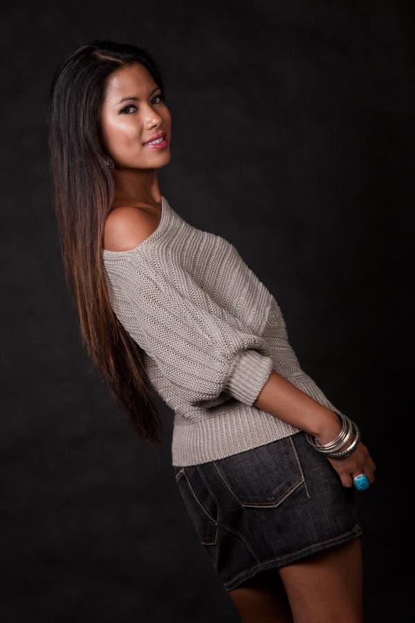 Jeune femme de l'Asie et du Pacifique attirant d'insulaire photos stock