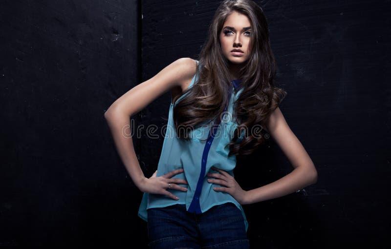 Jeune femme de mode photo stock