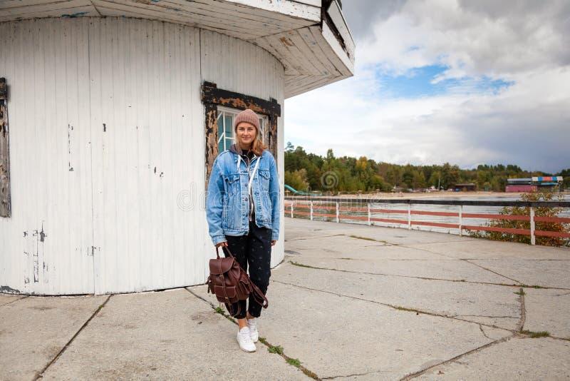 Jeune femme de portrait photographie stock