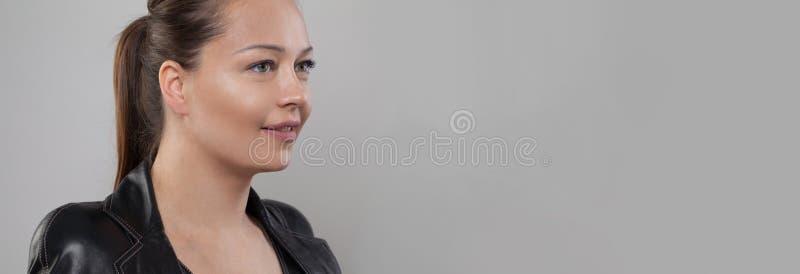 Jeune femme de sourire Beau plan rapproch? de visage image libre de droits