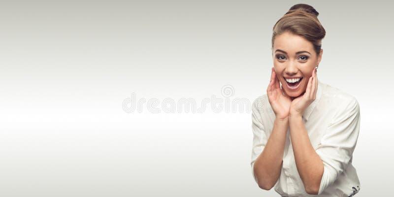 Jeune femme de sourire d'affaires image libre de droits