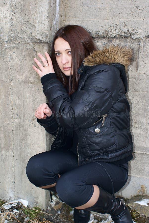 Jeune femme effrayée photo libre de droits