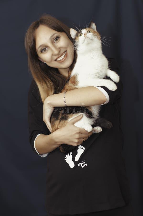 Jeune femme enceinte photo stock