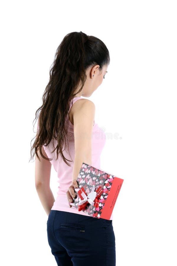 Jeune femme et cadre de cadeau images stock
