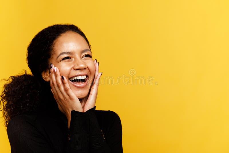 Jeune femme excited photos libres de droits