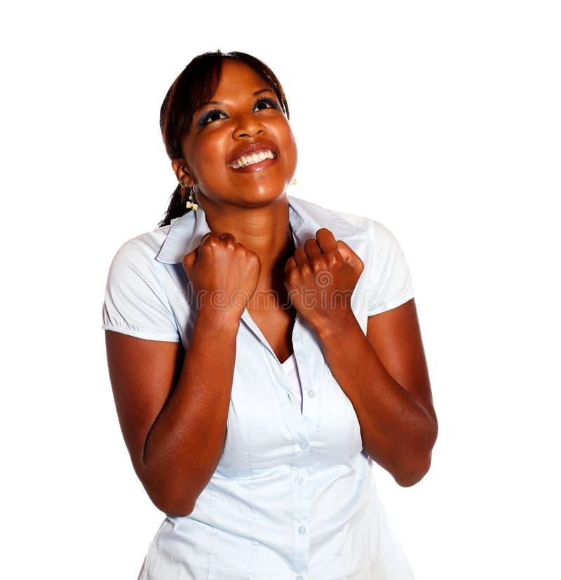 Jeune femme excited heureuse célébrant une victoire photos libres de droits