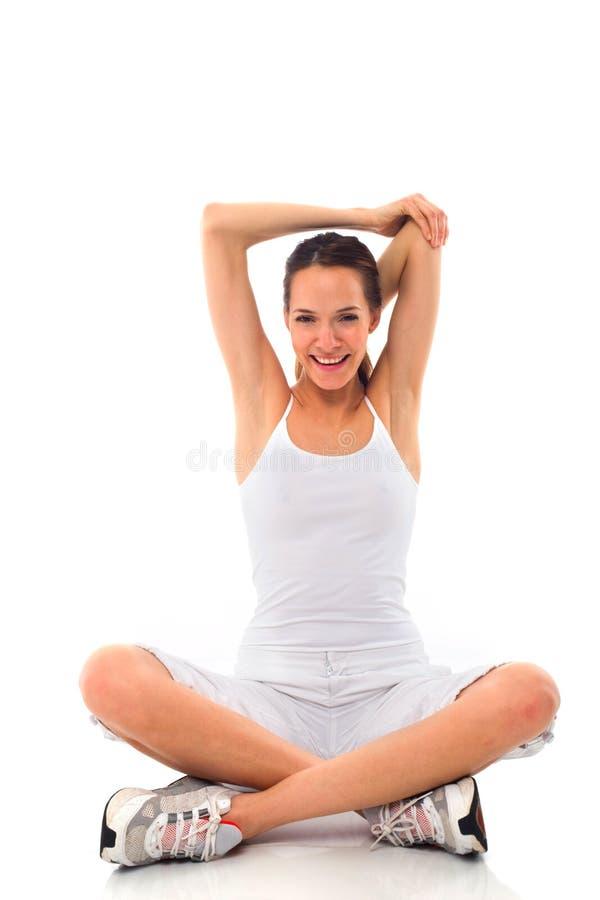 Jeune femme faisant la gymnastique photographie stock libre de droits