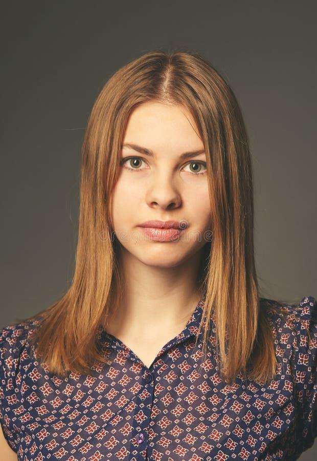 Jeune femme 15 Fermez-vous vers le haut de la verticale photo libre de droits