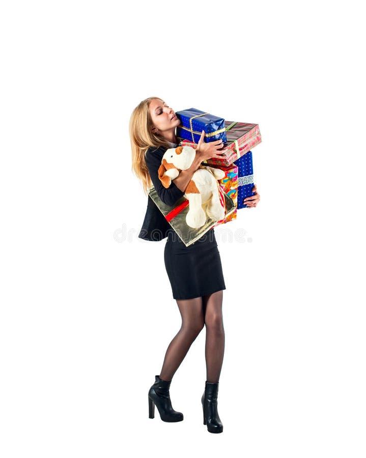 Jeune femme/fille jugeant les boîtes actuelles d'isolement sur le fond blanc photos stock