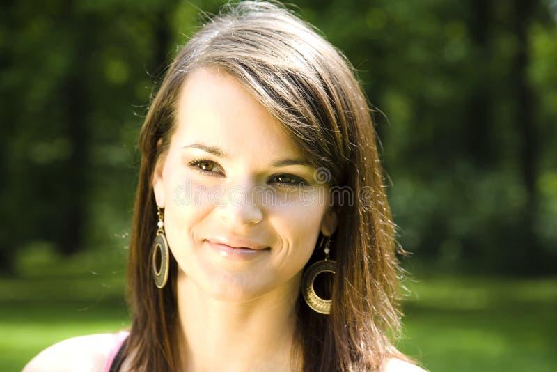 Jeune femme heureuse photographie stock