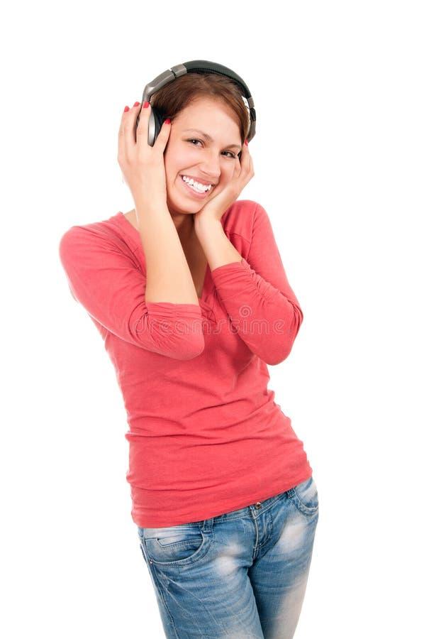 Jeune femme heureuse avec des écouteurs photo libre de droits