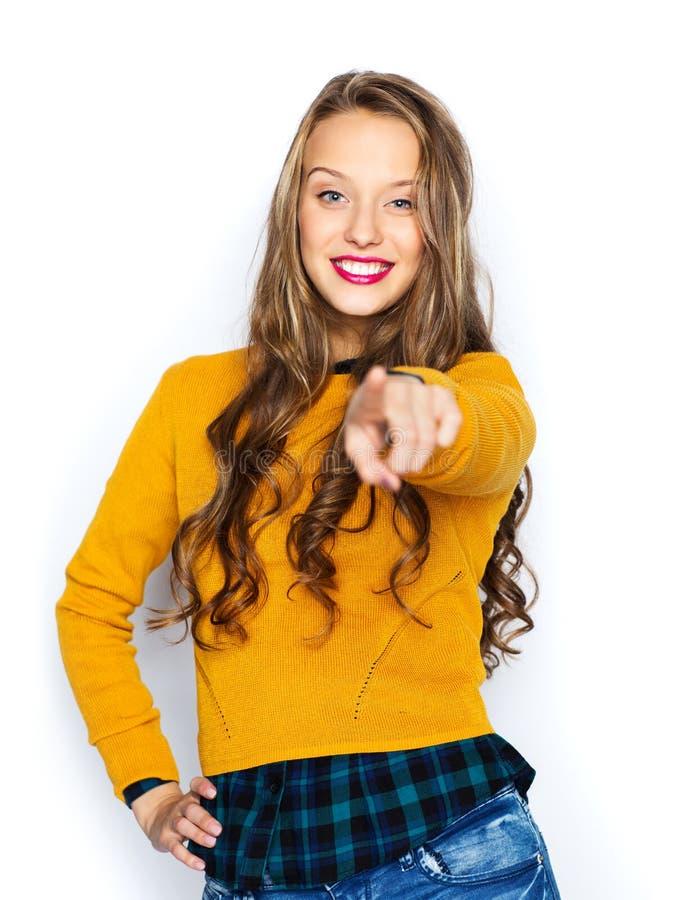 Jeune femme heureuse ou doigt de pointage de l'adolescence sur vous photos libres de droits
