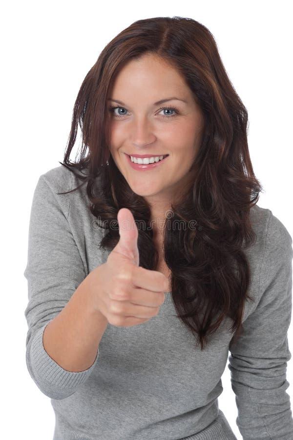 Jeune femme heureux affichant le thumbs-up photographie stock libre de droits