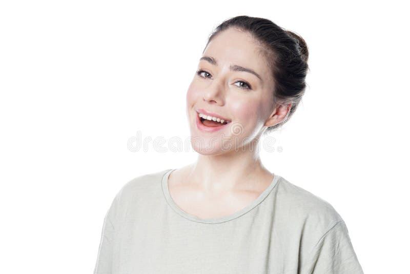 Jeune femme joyeuse dans son sourire 20s photo stock