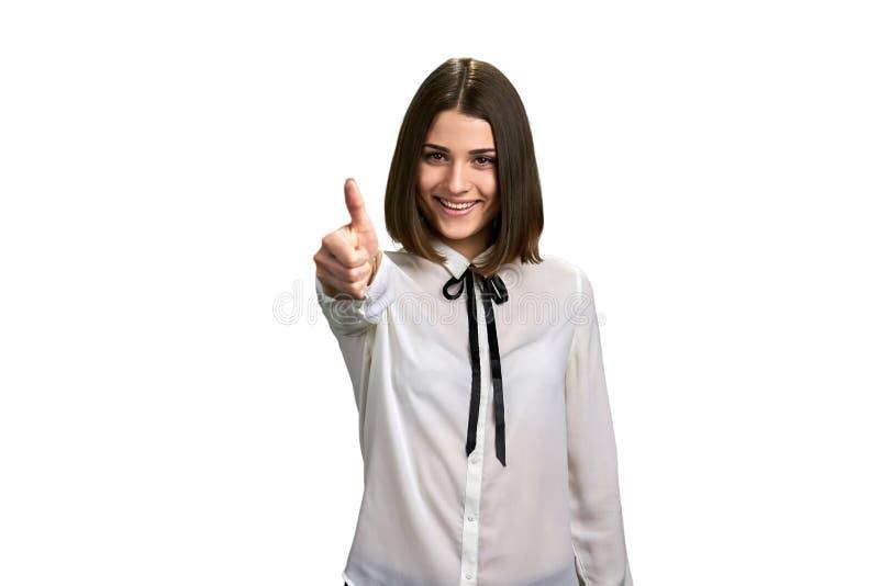 Jeune femme joyeuse faisant des gestes le pouce  photos libres de droits