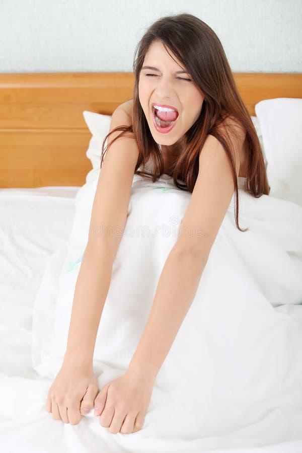 Jeune femme le matin photographie stock libre de droits