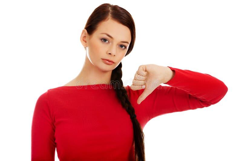 Jeune femme malheureuse avec le pouce vers le bas photos stock