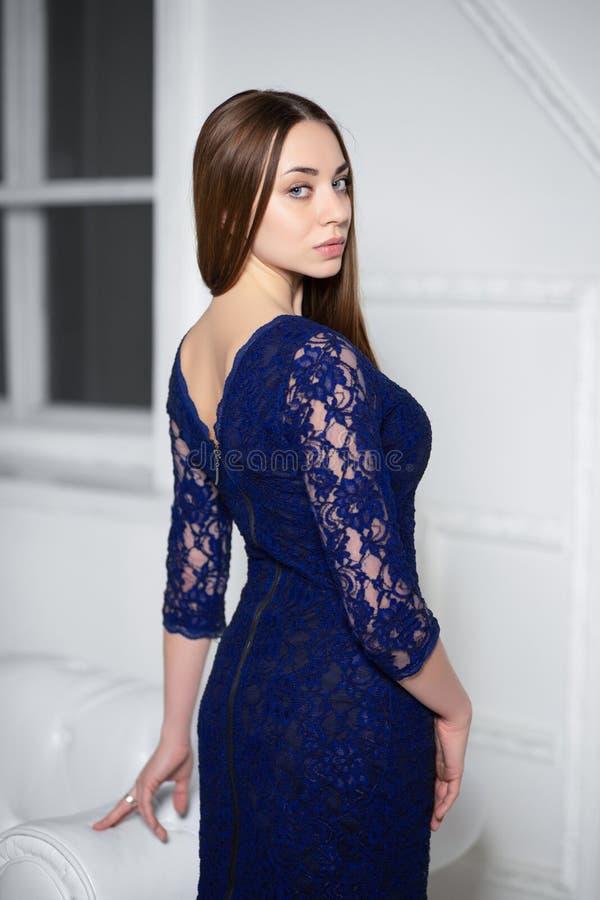 Jeune femme mignonne photos stock